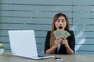 woman making money