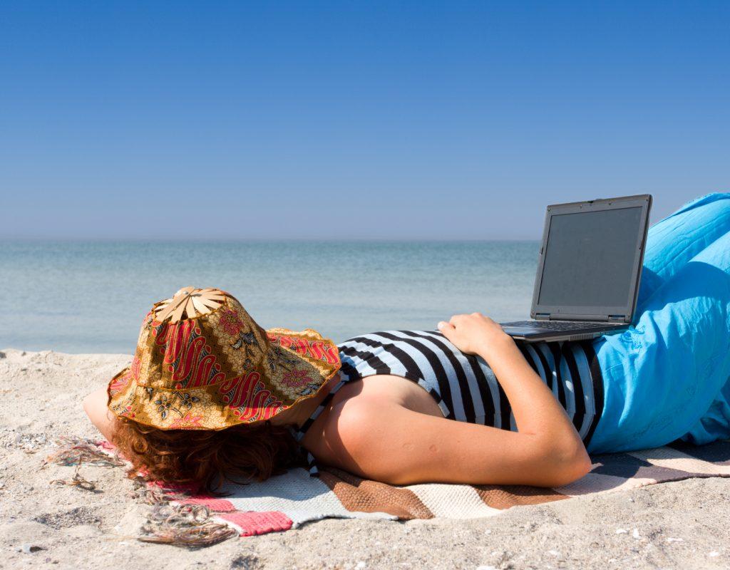 Море фото девушек на работе
